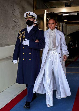 jennifer lopez inauguratie joe biden outfit