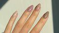 neutrale nagels minimalistisch
