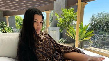 Kourtney Kardashian bikinifoto echte huidtextuur