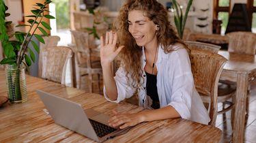 vrouw doet video sollicitatie