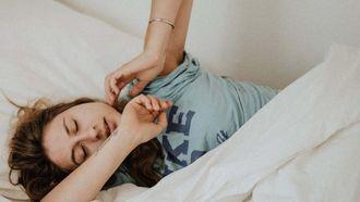 meisje in bed, ochtendroutine tips