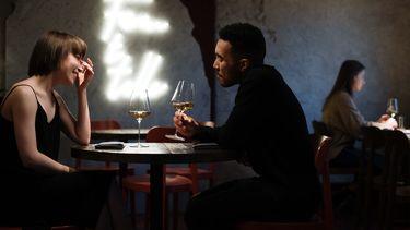 twee mensen zijn op vervolg na eerste date