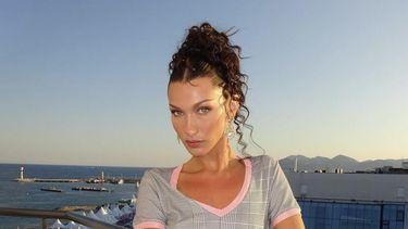 Bella Hadid Skinny brows