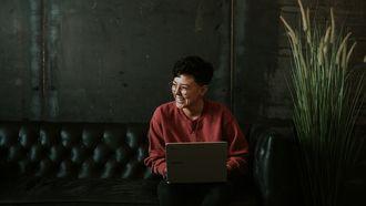 vrouw die carrière boost vanuit huis