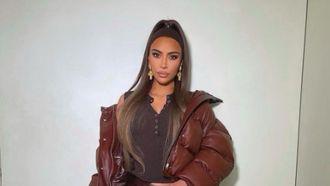 kim kardashian haaraccesoire 90's outfit