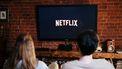 vrouw en man kijken Netflix