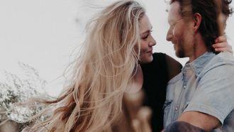 Koppel in gras, flex-relatie daten trend